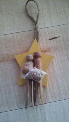 Preschool Christmas Crafts, Christmas Ornament Crafts, Kids Christmas, Holiday Crafts, Rustic Christmas, Clothes Pin Ornaments, Jesus Crafts, Nativity Ornaments, Nativity Scenes