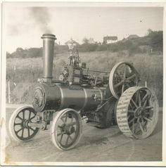 Traction engine still at work Antique Tractors, Vintage Tractors, Old Tractors, Farming Technology, Engine Tattoo, Steam Tractor, Agriculture Tractor, Tractor Implements, Leg Tattoo Men