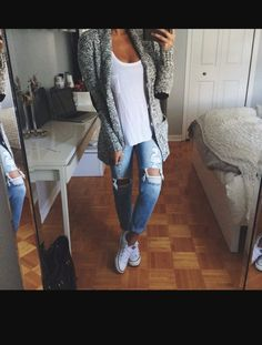 40 Super Stylish Ways to Wear Converse this Fall 40 Super Stylish Ways to Wear Converse this Fall fall outfits casual Casual Fall Outfits, Fall Winter Outfits, Autumn Winter Fashion, Winter Wear, Cheap Outfits, Casual Weekend Outfit, Fall Outfits For School, Casual Winter, Outfit Summer