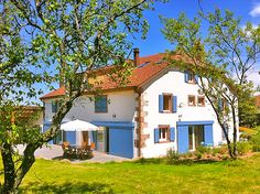 BLUETS AND BRIMBELLES in Alsace Charming bed and breakfast - Cake bakery courses and on site sale. This guesthouse is located in Saulxures,A small village in the heart of the Bruche Valley surrounded by the beautiful Alsatian mountains.