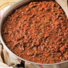 Sauce à spaghetti maison - Traditionnelle et indémodable, pour le four ou la mijoteuse. Des pâtes nappées d'une bonne sauce, c'est du plaisir à chaque bouchée. Laissez-vous guider par cette recette maison où les aliments mêlent leurs pouvoirs nutritifs dans une sauce mitonnée à souhait. Votre plat de spaghetti en trépignera d'impatience. Cooking Spaghetti, Spaghetti Squash Recipes, Spaghetti Sauce, Pasta Recipes, Slow Cooker Recipes, Cooking Recipes, Healthy Recipes, Cuisine Diverse, Everyday Food