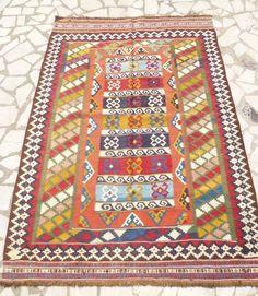 Fine Colorful Persian Kilim rug, 6,1 x 4,2 feet