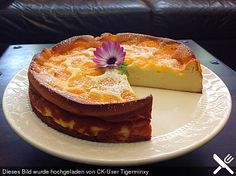Schnell-Käsekuchen ohne Boden Fast non-ground cheesecake, a good recipe in the category Quick and easy. Desserts Français, German Desserts, Desserts For A Crowd, Fancy Desserts, Fancy Cakes, Sweet Recipes, Cake Recipes, Pan Rapido, German Baking