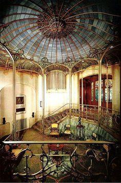 Art Nouveau ... L'hôtel Van Eetvelde, une sublime création de Victor Horta ... une vision de ce que pourrait, et pouvait, être l'harmornie et l'équilibre ... je trouve ...