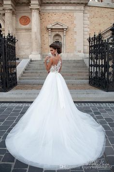 2016 New Elegant Vintage Illusion Lace A Line Wedding Dresses Tulle Lace Applique Floor Length Wedding Bridal Gowns With Button