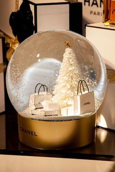 Chanel Beauty Pop-Up Christmas - Gift Wrapping And Certificates (Vogue.com UK)