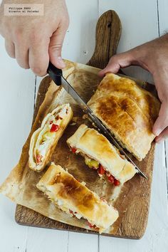 Receta de hojaldre de vegetales y queso feta. Receta con fotografía del paso a paso y recomendaciones de degustación. Recetas vegetarianas