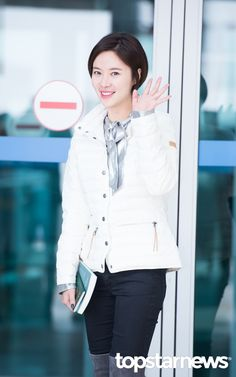 [HD포토] 황정음 햇살같은 미소 #topstarnews Hwang Jung Eum, Hd Photos, Kdrama, Asian Ladies, Singer, Actresses, Actors, Blouse, Long Sleeve