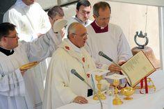 El papa Francisco celebró la asunción de la Santísima Virgen en Castelgandolfo, en las afueras de Roma, donde pidió que se comprenda mejor el rol de la mujer, rezó por la paz, el diálogo y la reconciliación en Egipto y habló de la esperanza