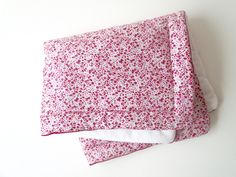 Couverture tapis d'éveil bébé fille liberty rose : Puériculture par malou-et-ses-loups