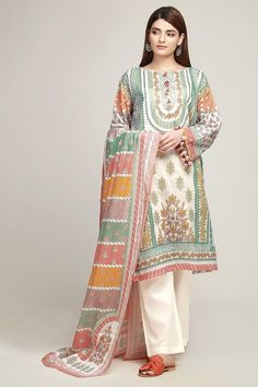 Khaadi Latest Summer Lawn Dresses Designs Collection consists of best printed & embroiderd 2 pc, 3 piece suits, kurtis and single shirts! Pakistani Street Style, Pakistani Fashion Casual, Pakistani Dresses Casual, Pakistani Dress Design, Indian Dresses, Indian Outfits, Indian Fashion, Pakistani Clothing, Beautiful Casual Dresses