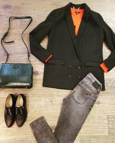 Oversized double breasted green blazer + orange sweater #Alixthelabel green kroko bag #Paulsboutiquelondon jeans #Drykorn veter Shoes #NeroGiardini www.partnermode.nl