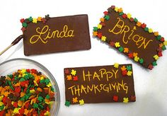 I love these thanksgiving name plates. I'll put them in clear treat bags for the family to take home.