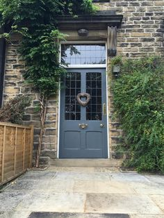 Ideas For Traditional Front Door Entrance Farrow Ball Farrow And Ball Front Door Colours, Yellow Front Doors, Painted Front Doors, Front Door Colors, Cottage Front Doors, Victorian Front Doors, House Front Door, Front Door Entrance, Front Entrances