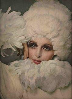 Samantha Jones, photo by Richard Avedon, 1968 Samantha Jones, 60s Vintage Clothing, Vintage Outfits, 1960s Fashion, Vintage Fashion, High Fashion, Twiggy Hair, Richard Avedon Photography, Top Fashion Magazines