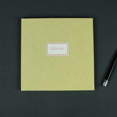 Gelb weiß gemustertes Gästebuch mit Chevron Muster
