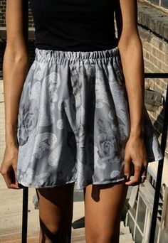 Vintage photographic rose skirt  £15