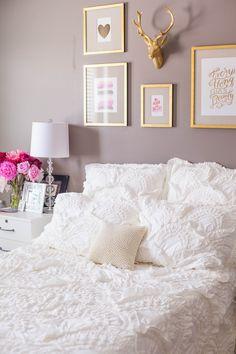 Bedroom reveal: white rivulets bedding, gold frames and pink peonies on nighstan. - Bedroom reveal: white rivulets bedding, gold frames and pink peonies on nighstand - Bedroom Decor For Small Rooms, Bedroom Wall Colors, Decoration Bedroom, Gold Bedroom, Trendy Bedroom, Lilac Bedroom, Guest Rooms, Bedroom Frames, Feminine Bedroom