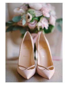 Los @louboutinworld nunca fallan  #shoelover #shoetrends #shoes #heels #slipper #Louboutin #nude #buenasnoches #goodnight #wedding #weddingday #boda #bride #bridetobe #onedaybridal #onedaybride #novia #guest #weddingdress #weddingshoes #style #inlove #amazing #fabulous #glamourous #weddinginspiration #inspiration #love #picoftheday #siempremia