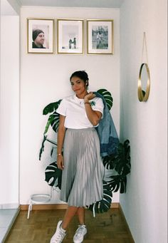 Outfit of the day Sunny Sunday, Get Ready, Spring Looks, Outfit Of The Day, Midi Skirt, Blog, Skirts, T Shirt, Outfits
