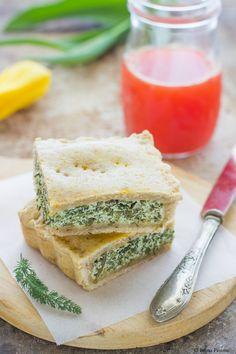 Torta salata al farro e erbe selvatiche