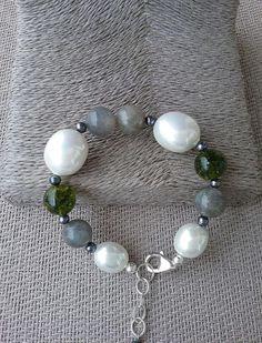 Labradorite, white shell pearl and peridot olivine bracelet, Handcrafted bracelet from Spain, statement bracelet, gift for her