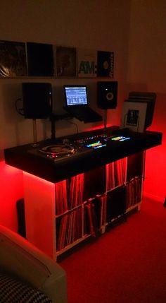 The result of this board.My DJ Desk Home Recording Studio Setup, Home Studio Setup, Music Studio Room, Home Music Rooms, House Music, Dj House, Dj Setup, Room Setup, Dj Marshmello