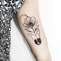 Gratidão pela confiança Izabelle 🌻 RECIFE: Agenda de MAIO aberta! (Poucas vagas) Agenda de JUNHO abre dia 13/05 🖤 Tem desenhos disponíveis… Mommy Tattoos, Girly Tattoos, Pretty Tattoos, Sexy Tattoos, Cute Tattoos, Body Art Tattoos, Hand Tattoos, Small Tattoos, Tattoos For Women