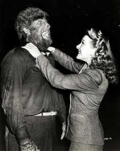 and Evelyn Ankers on the set of The Wolf Man directed by George Waggner). Scary Movies, Old Movies, Comedy Movies, Vintage Movies, Hollywood Monsters, Lon Chaney Jr, Monster Photos, Horror Monsters, Scary Monsters