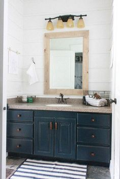 Amazing 22 Master Bathroom Makeover Ideas on a Budget https://homegardenr.com/22-master-bathroom-makeover-ideas-on-a-budget/