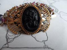 Braccialetto Vittoriano con Cameo in vetro nero di Lucedistrega, €230.00
