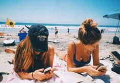 Beach pics with friends amazing and super funtastic 82 bff pictures, sister beach pictures, Sister Beach Pictures, Bff Pictures, Best Friend Pictures, Friend Photos, Beach Photos, Tumblr Beach Pictures, Travel Pictures, Summer Goals, Summer Fun