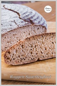 Roggen-Sauerteigbrot ohne Hefe - Rezept Hello dear bread baker, I finally baked a rustic, hearty and Easy Homemade Recipes, Easy Bread Recipes, Bread Without Yeast, Cheesecake, Vegan Bread, Bread Baking, Dessert Recipes, Simple Appetizers, Seafood Appetizers