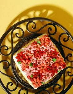 So, so pretty!  And it must have taken such a long time to make this gorgeous red, orange and pink daisy flower cookie