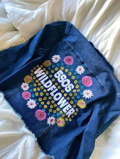 5 Seconds of Summer Wildflower inspired hand painted denim jacket. 5sos Outfits, Cute Outfits, Steampunk Fashion, Gothic Fashion, Emo Fashion, 5 Seconds Of Summer, Diy Clothing, Custom Clothes, Gothic Lolita