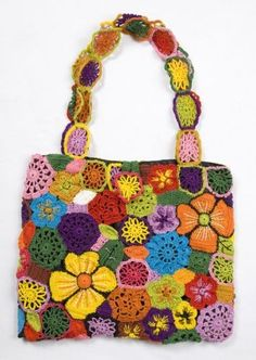 Crochet bag inspired in Chita stamps. Chita is a kind of fabric stamp used in Brazil.