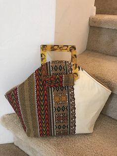 Dashiki African Handbag with Top Handle Purse/African Bag made with Ankara Fabric/Clutch Handle Bag African Purse/Africa Fabric/Ladies Purse - Laks - Etsy Dashiki Fabric, Ankara Fabric, Diy Bags Purses, Purses And Handbags, Luxury Handbags, Cheap Purses, Coin Purses, Cheap Bags, Diy Bag Handles