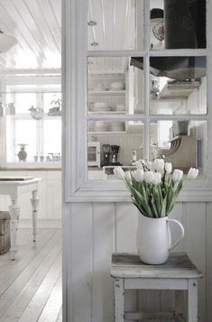 Separation salon, white rooms, white decor, home kitchens, cottage in the w White Rooms, Vintage Interior, Decor, House Interior, House, Home, Interior, White Decor, Home Decor