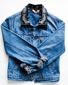 Items similar to Custom Denim Design on Etsy Diy Jeans, Customised Denim Jacket, Bandanas, Denim Jacket Patches, Mode Outfits, Diy Clothes, Marie Claire, Jean Marie, Aide