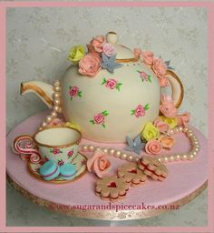 Vintage+Teapot+Cake+with+handmade+sugar+trinkets+~+-+Cake+by+Mel_SugarandSpiceCakes