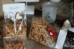 Granola da colazione fiocchi semi e frutta può essere regalata a chi ama i cereali e la frutta secca. Ottima a colazione e a merenda con il latte vegetale.