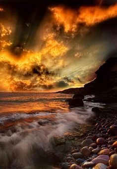 ✯ Dramatic Sunset on the Water