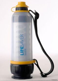 >> GARRAFA LIFESAFER Inicialmente, esta garrafa foi desenvolvida para uso em grandes catástrofes, quando o suprimento de água fica limitado. Seu filtro interno é substituível e capaz de purificar até 4.000 litros, além de se travar automaticamente quando acaba a eficiência. Este aparelho não usa nenhum produto químico, mas uma membrana com poros de 15 nanômetros (milionésimos de milímetro), que retém até mesmo o menor vírus conhecido. Também possui um filtro de carvão ativado para retirada…
