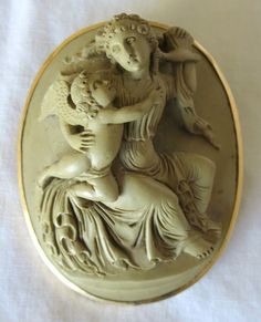 Fine Victorian Greenish Lava High Relief Cameo Pendant Brooch
