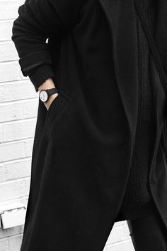 watch for her | monochrom | black and white | black coat | outfit inspiration | Pure Lux Mesh by Kapten & Son | picture by melo_and_co