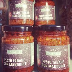 RED SICILIAN PESTO TABARÈ WITH ALMOND GRAINS. To spice up your pasta or original and delicious bruschettas. Try it also as dressing for white meat (chicken, fish, wild game meat). #pesto #almond #sicilianpesto #siciliancuisine #gourmet #lunch #pasta