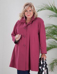 Amanda maroon coat