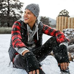Yule Love This. AEO Holiday 2015 Winter Senior Pictures, Winter Photos, Winter Pictures, Guy Pictures, Senior Boy Photography, Snow Photography, Photography Poses For Men, Mens Photoshoot Poses, Snow Outfit