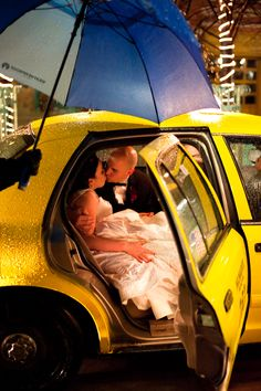 We used a cab at our wedding too - great way to show your Milwaukee/urban love!