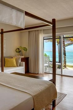 Fresh interior with a perfect picture view at Solana Beach Hotel, Mauritius